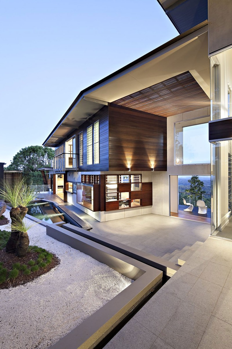 Impressive House Courtyard Is Important In Enjoying The Landscape : Contemporary Stunning Maleny House Terrace Design And Landscape