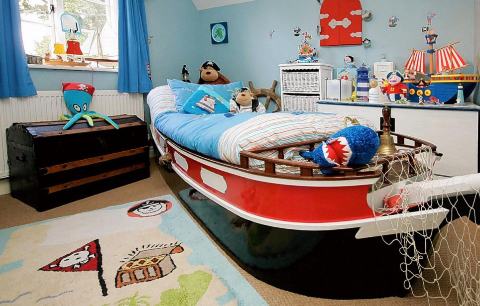 Colorful Kids Bedroom Ideas In Small Design: Cool Kids Bedroom Ideas With Ship Shaped Bed Frame Design