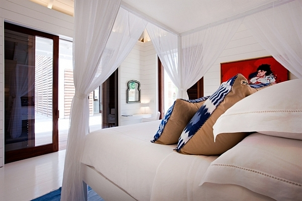 Extravagant Caribbean Villa Which Full Of Refreshment: Cozy White Bedroom Decor