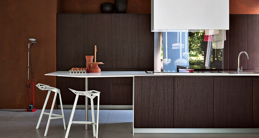 Enchanted Modern Kitchen In White : Dark Wood Wit The Seventies Feel