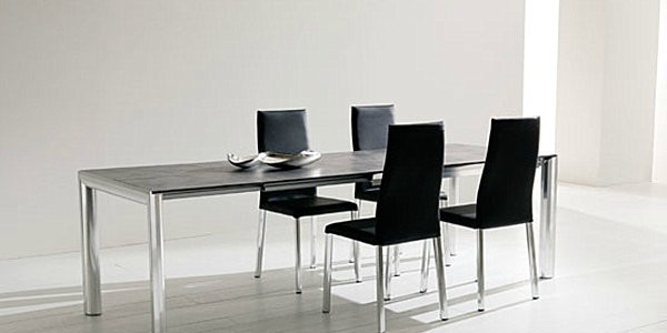 Make Your Dining Room Elegant With Expandable Dining Table : Dark Wooden Expandable Table With Metal Legs