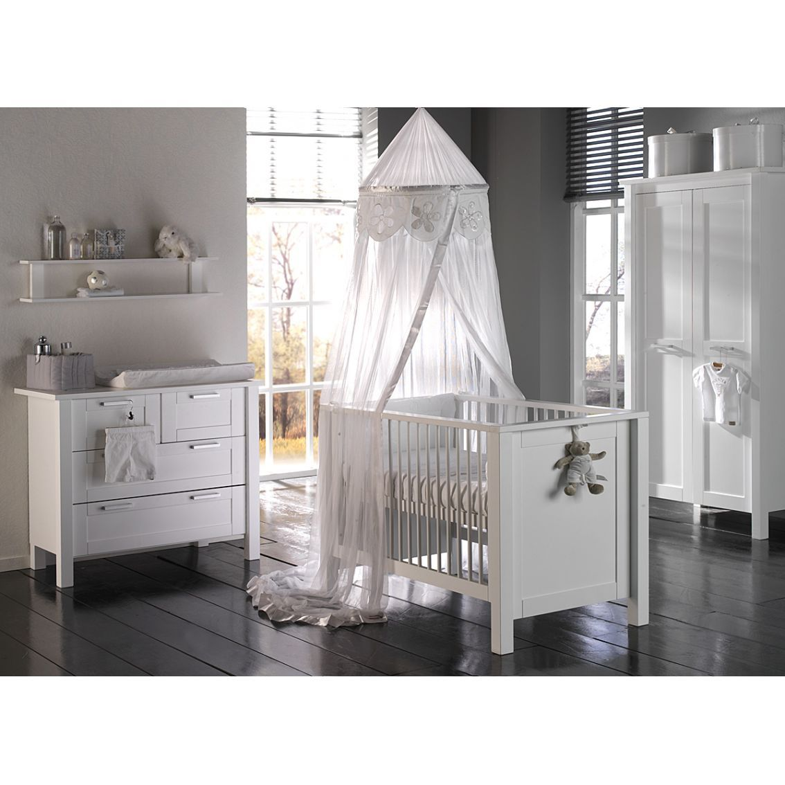 Adorable Nursery Furniture In White Accents For Unisex Babies: Dashing Modern Style Nursery Furniture White Baby Bedroom Interior