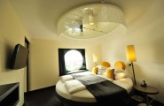 Astounding Round Beds For Amazing Bedroom Display: 27 Images : Dazzling Lighting And Yellow Accents Steal The Show Here