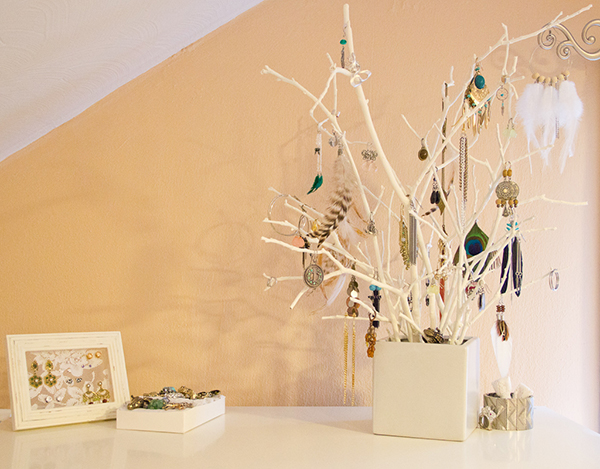 Unique Ideas Of DIY Jewelry Organizer (11 Images): DIY Jewelry Organizer Jewelry Tree2