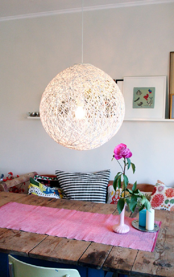 DIY Modern Lamp Design Comes With The Amazing Idea: DIY White Yarn Chandelier Made With Balloon
