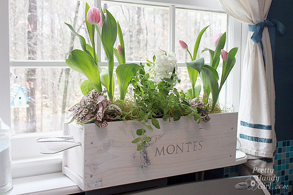 Creative DIY Ideas Of Recycled Wine Crates: DIY Wood Crate Flower Holder