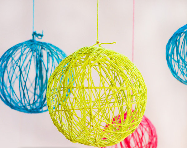 18 Ideas Of DIY Wedding Decorations For Spring: DIY Yarn Chandelier