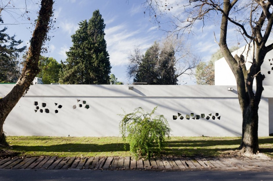 Unique Opulent Modern Getaway In Buenos Aires: Epic Home Exterior Design Used White Cooncrete Wall Decoration Ideas For Inspiration