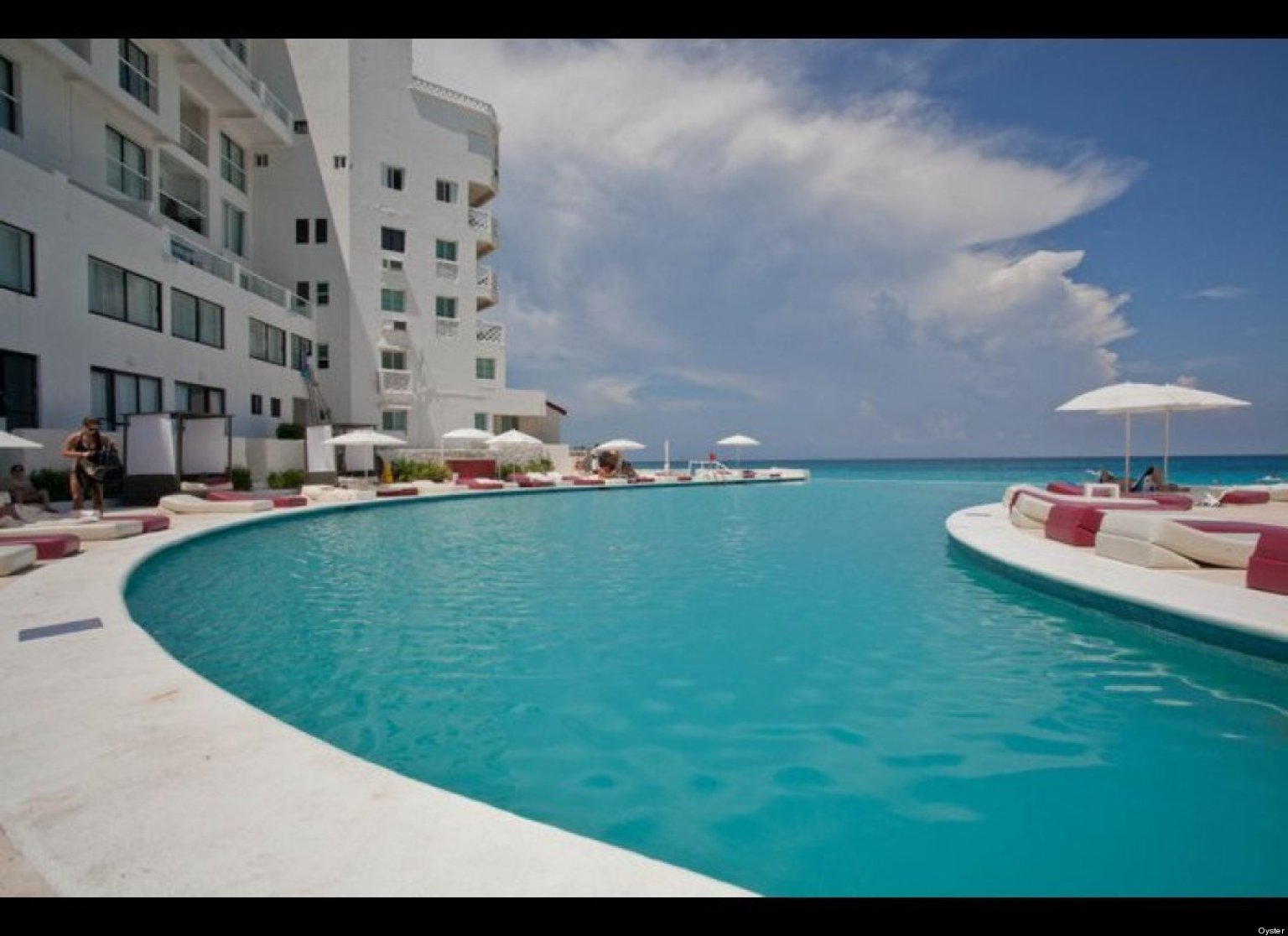 Large Infinity Pool In Your House : Exciting Curved Large Infinity Pool Contemporary Hotel Public Pool