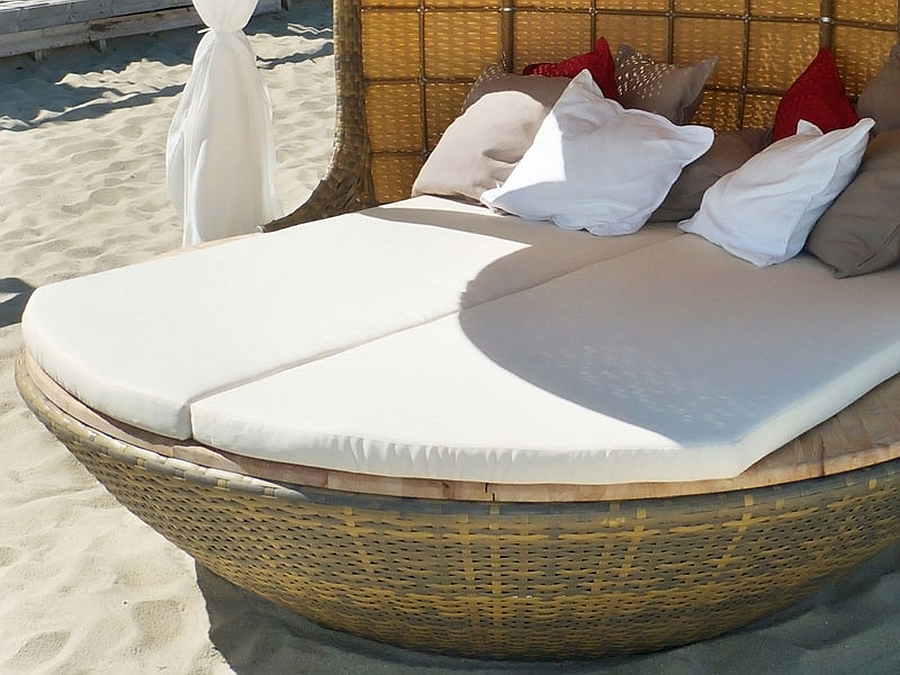 Comfortable Cocoon Bed For Beach Daybed : Fabulous And Comfy Daybed Design Perfect For The Beach