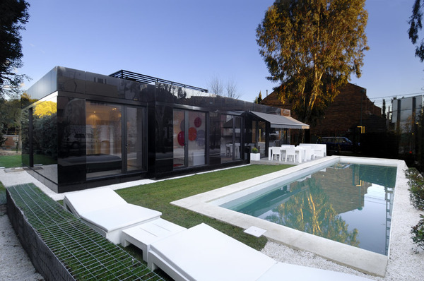 Luxury Prefab Homes: How To Customize A Factorized: Fantastic Modern Minimalist Black Luxury Prefab House Small Pool