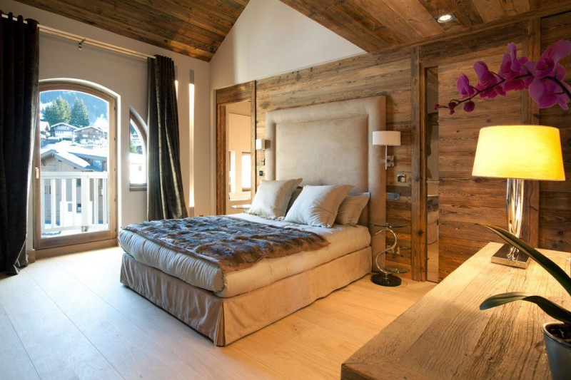 Modern Rustic Apartment With Visible Wooden Support : Foamy Bedding Covered By Patterned Cover To Match Iced Winter Home Master Bedroom Center Wall With Sconces