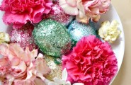 Cheerful Easter Table Settings: 10 Charming Design Ideas : Glittery Floral Easter Centerpiece