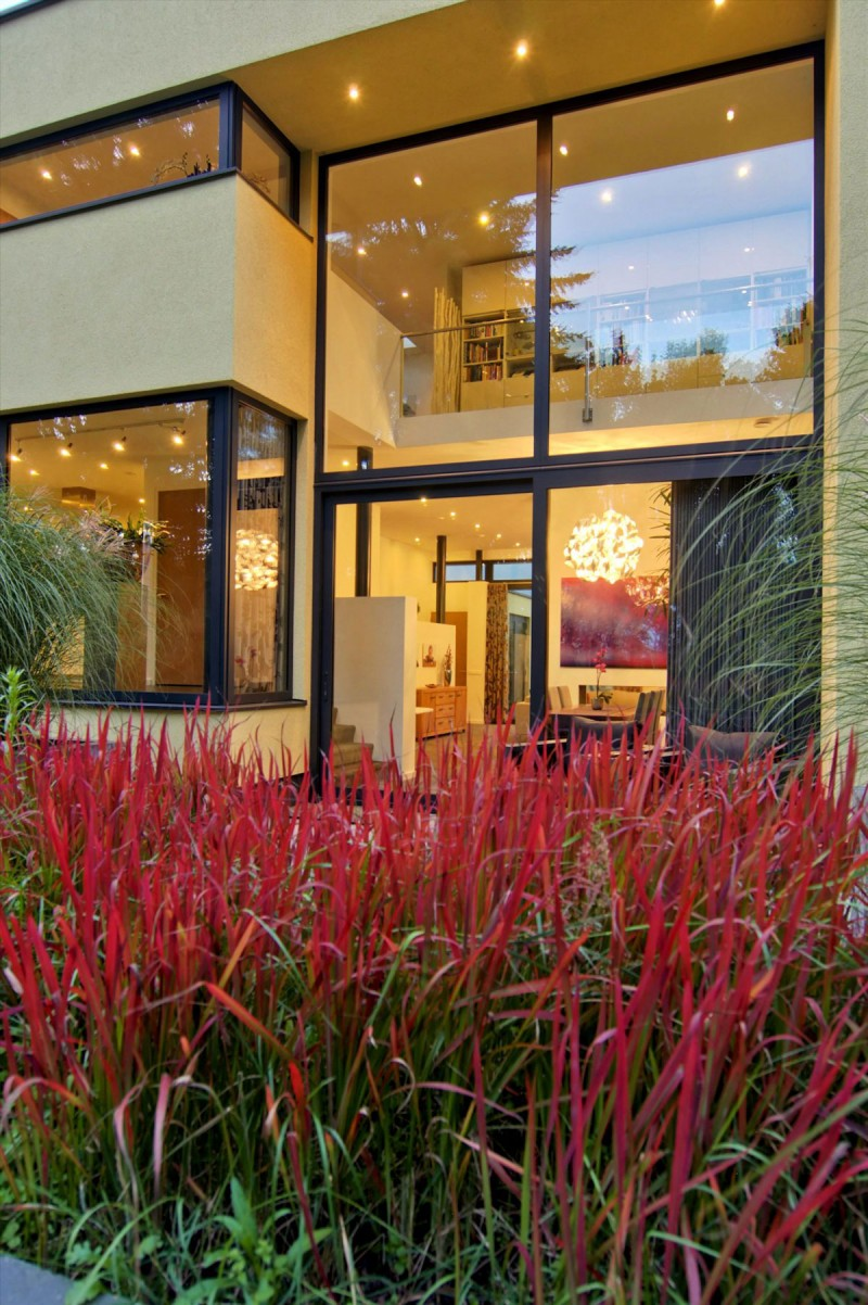 Excellent Modern Home For Comfortable Home And Interior : Glorious Red Grass Project For Fresher House A And J Exterior View