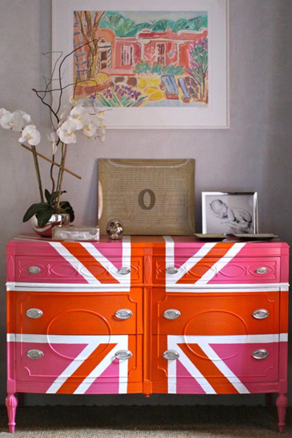 Fabulous Diy Decor Inspirations You Can Do By Yourself : Gorgeous Citrus Union Jack Dresser With Vase And Wall Painting