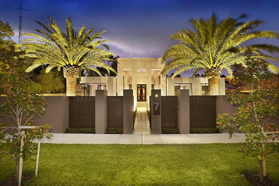 Elegant Modern Residence Design Showcasing Luxury Living: Gorgeous Grey Wall Wooden Fence And Wonderful Borrell Street Residence