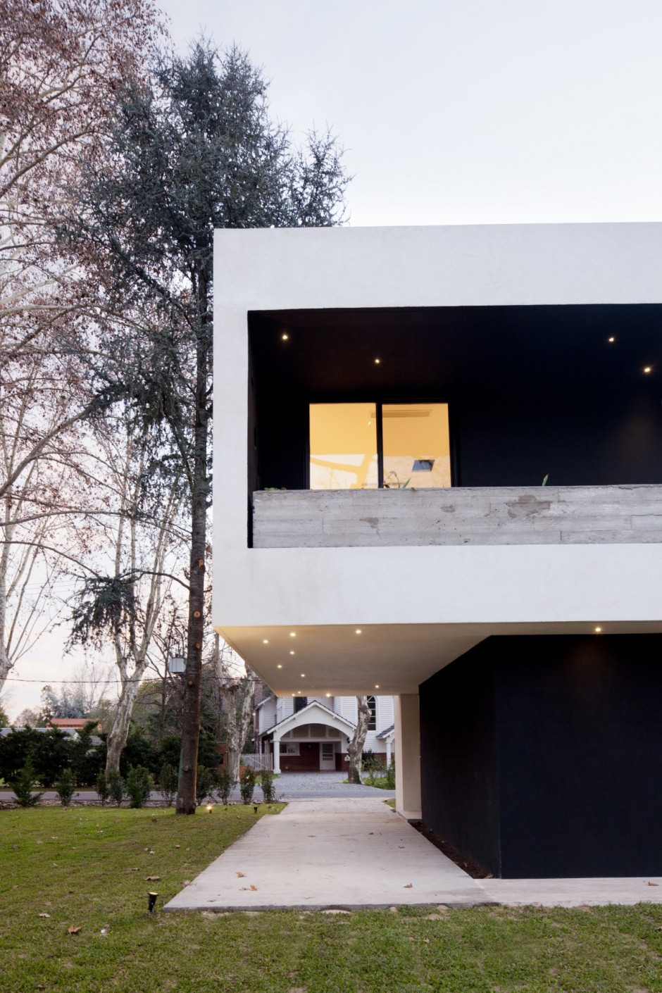Unique Opulent Modern Getaway In Buenos Aires: Great Home Exterior Design In Black And White Color Decoration Combination