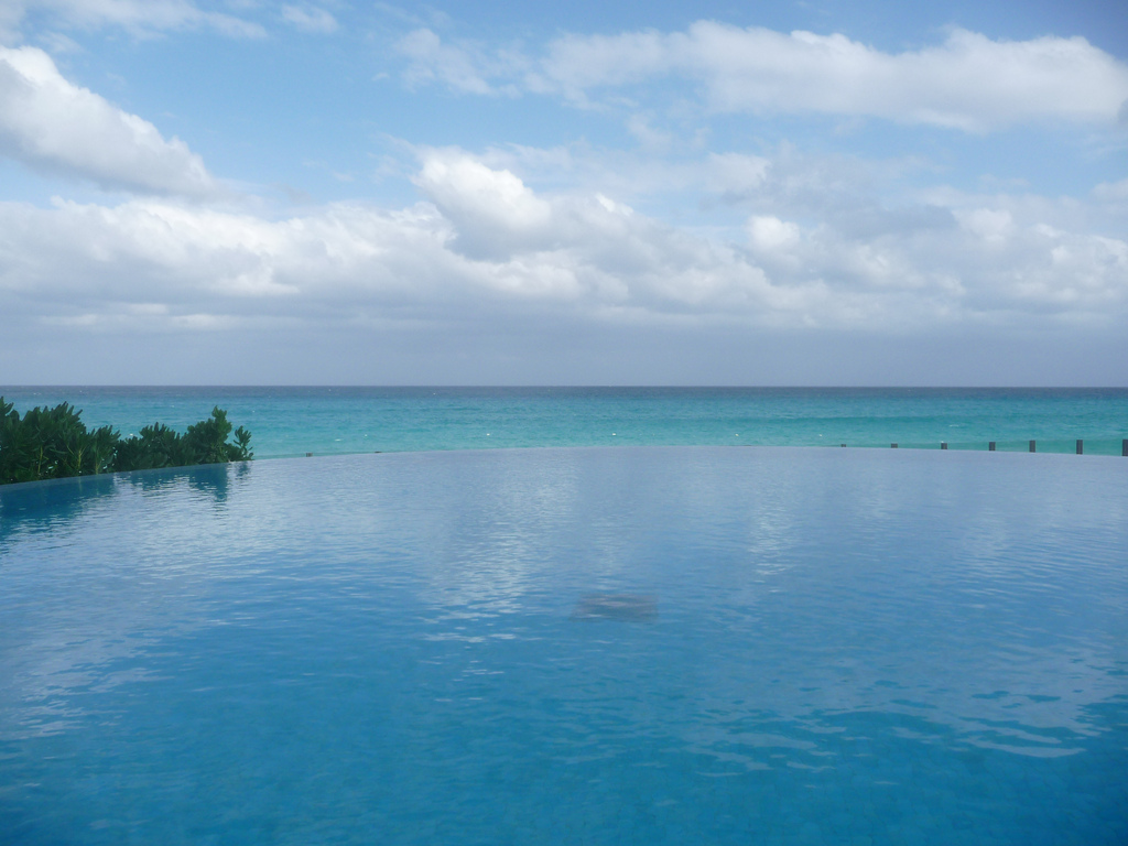 Coolest Infinity Pools, They Are Unusual : Infinity Pool In ME Hotel At Cancun