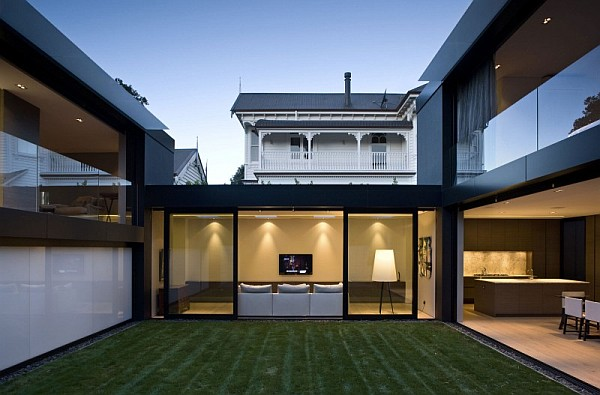 9 Pictures Of Elegant Open Living Space In Auckland, New Zealand: Interior Courtyard