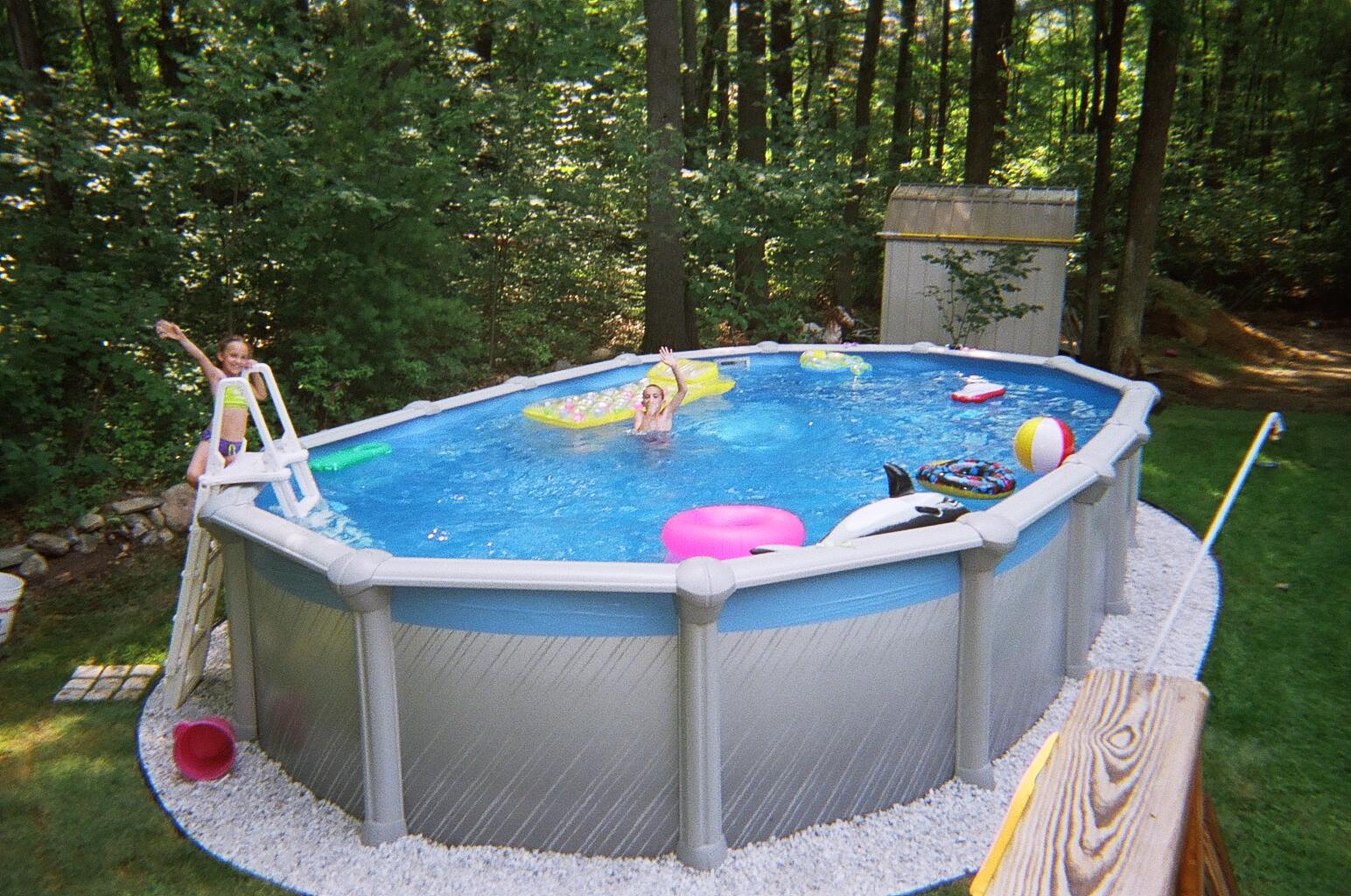 Gorgeous Yet Safe Above Ground Pools With Decks In Round Shape : Kids Area With Above Ground Pools With Decks