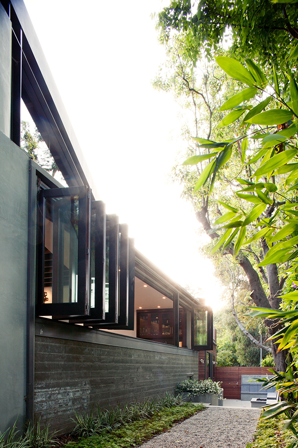 Exciting Living Space In Los Angeles With Amazing Environment : Los Angeles Residence Inner Garden