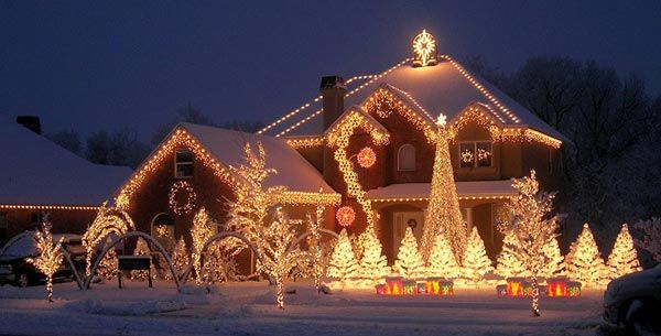 Inspirational Nice Christmas Decoration For Outdoor So Sparkling : Lovely Christmas Lighting Decorated The All Of The Traditional House