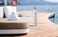 Enchanting Bar And Terrace Designs Ideas For Your Delight : Luxurious Floating Beach Bar Provides Beautiful Sea Views