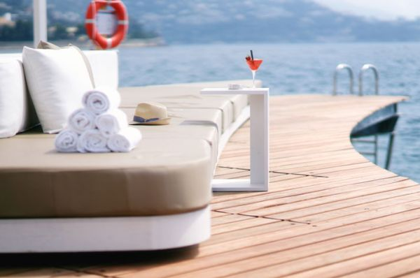 Enchanting Bar And Terrace Designs Ideas For Your Delight: Luxurious Floating Beach Bar Provides Beautiful Sea Views