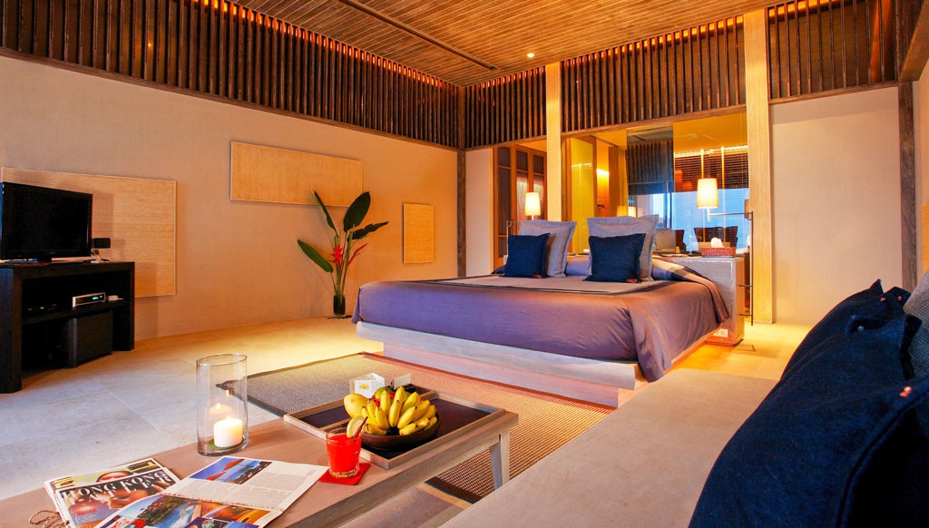Poolside Bedroom: Waking Up In The Ocean : Luxury Bedroom Suite