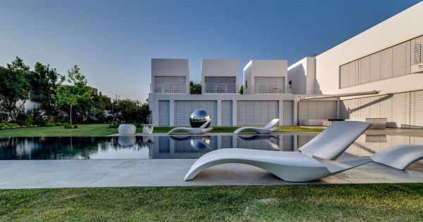 Stunning Luxurious Interior And With Open Interior: Luxury Exterior With Pool Extravagant Family Home In Israel