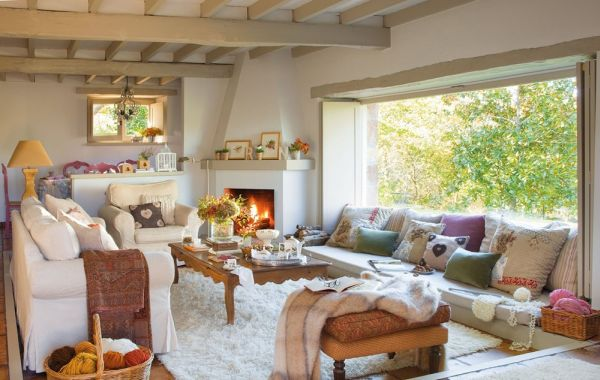 Chic Fairy Tale Home In Spain Evoke The Old Childish Memories: Marvelous Living Room Of The Picturesque Dream House Interior In Elegant Touch