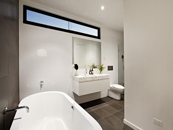Minimalist Australian Home By Robert Simeoni: 14 Enhancing Pictures: Melbourne Home 12 Fancy Bathroom