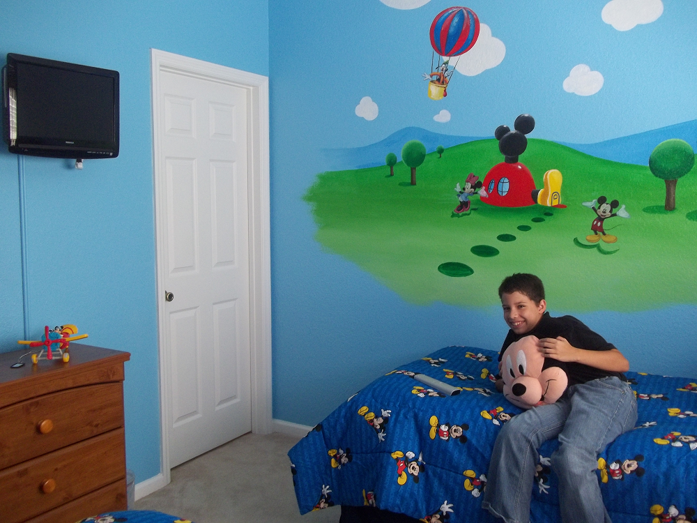 Cute Mickey Mouse Clubhouse Bedroom For Your Lively Kids Wall Decor Ideas