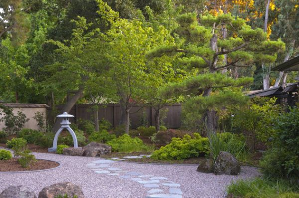 28 Fascinating Japanese Garden Design Ideas: Minimal Japanese Garden With Elegant Use Of Rock And Sand