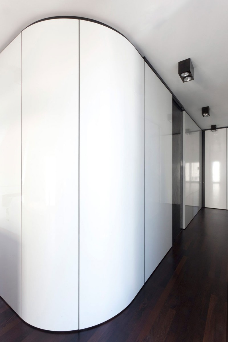 Monochrome Modern Apartment With Round Edge: Minimalist White Painted Storage Idea Of Nic Nlab House Located Along The Indoor Entryway With Hidden Knobs