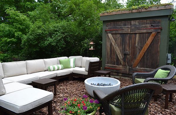 Interesting Outdoor Home Brings The Unusual Moment : Mulch Floor Patio