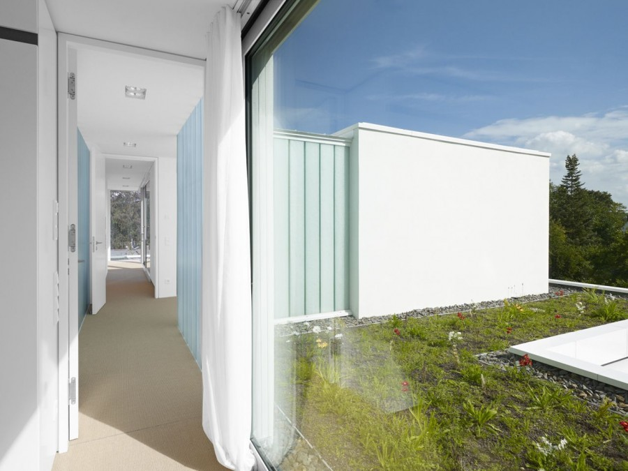 House With Glass Corridors Inside : Narrow Corridor White Curtain House With Glass Corridors Interior