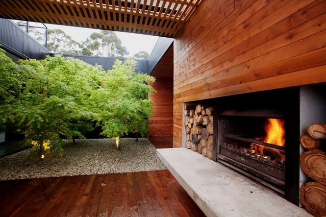 Perfect Courtyard Design For Our House: Natural Courtyard Design With Fireplace Wooden Wall Indoor Garden