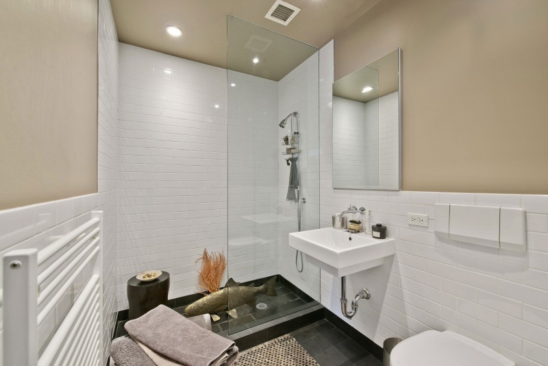 Lavish Apartment Interior Design Combining Eclectic Touch : Nice Bathroom Design