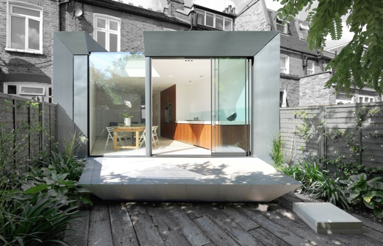 Modern Extension Room Between Old Residences: Nice Design In Modern Faceted House With Grey Colors