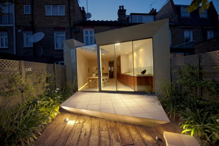 Modern Extension Room Between Old Residences: Nice View In The Niht Modern Faceted House In The Night View