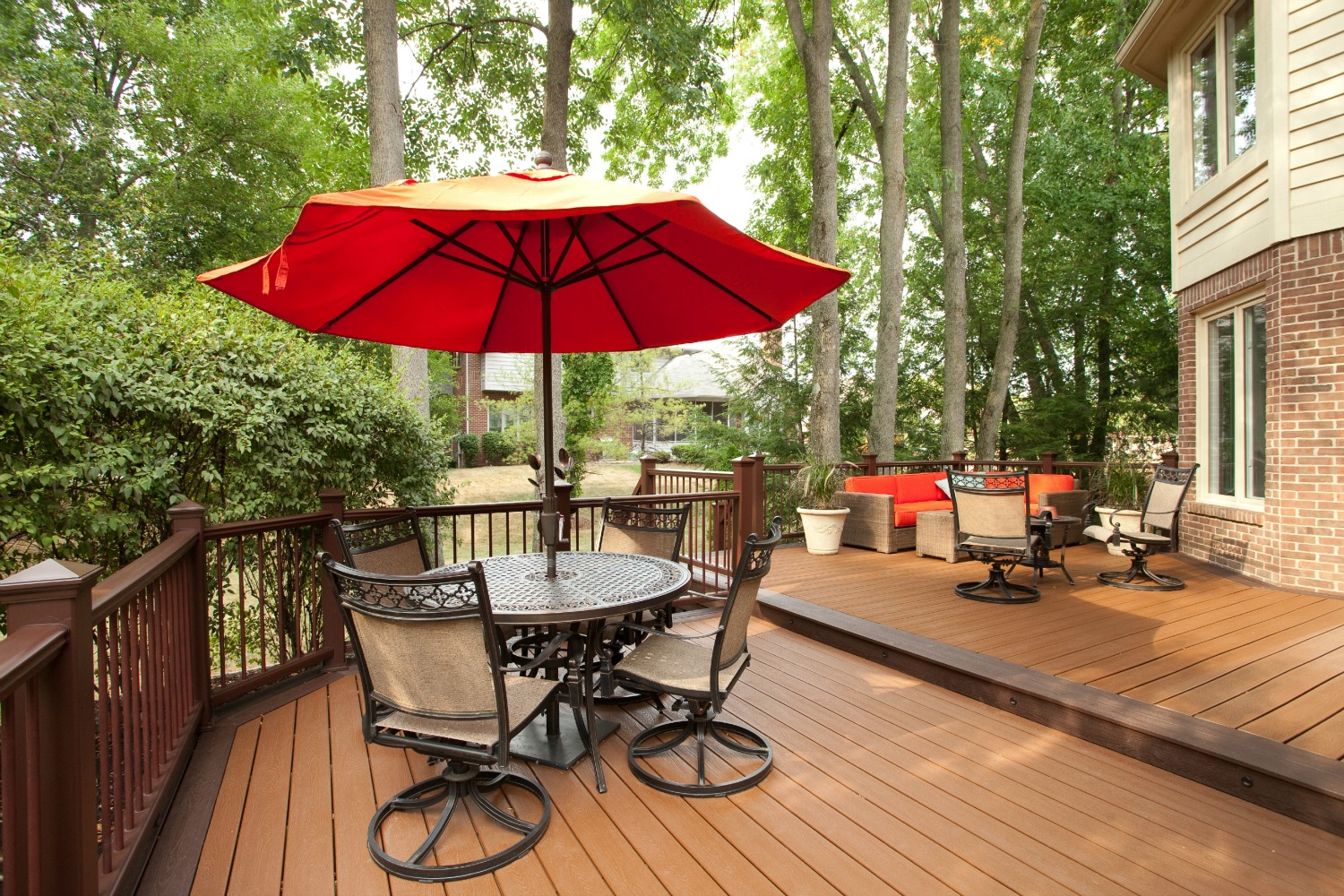Modern Outside Decks For Outdoor Lounge: Outdoor Dining Set With Red Parasol Outstanding Outside Decks Design