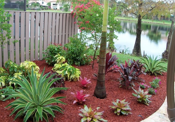 Interesting Outdoor Home Brings The Unusual Moment: Outdoor Home Red Mulch ~ stevenwardhair.com Outdoor Design Inspiration