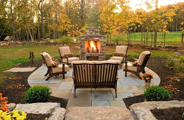 9 Designs Of Outdoor Space With Colored Mulch : Outdoor Stone Barbecue
