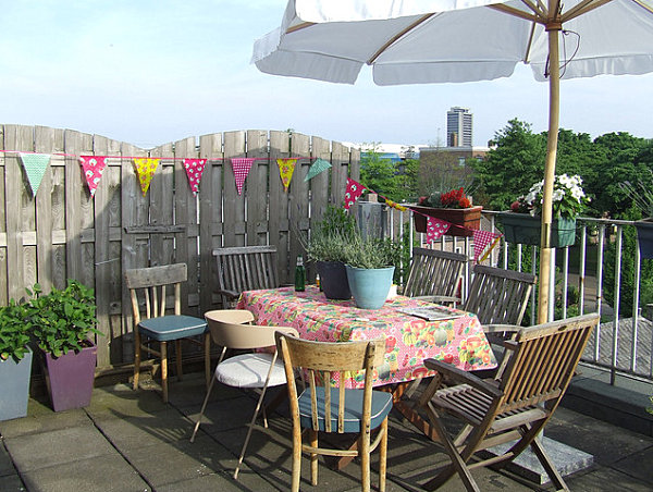 Bright Spring Party: 20 Lively Ideas: Party Banner For Outdoor Entertaining ~ stevenwardhair.com Tips & Ideas Inspiration