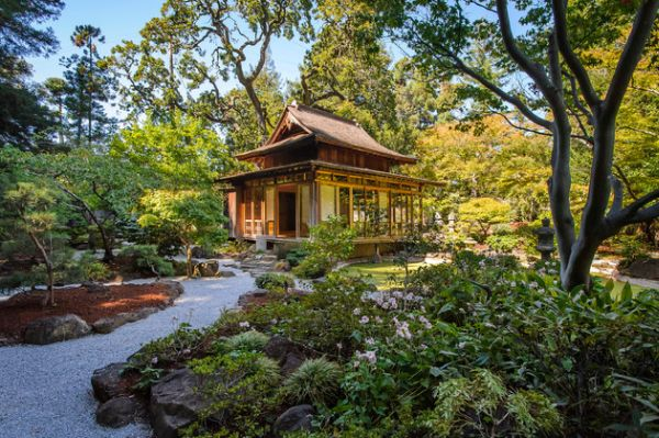28 Fascinating Japanese Garden Design Ideas : Picture Perfect Japanese Garden With Stone Pathway