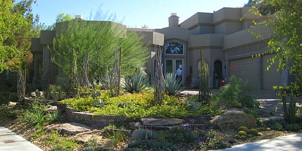 Stunning Front Yard Landscape To Beautify Your House : Plant Filled Front Yard