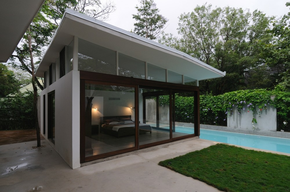 Poolside Bedroom: Waking Up In The Ocean: Poolhouse Bedroom Floor To Ceiling Windows