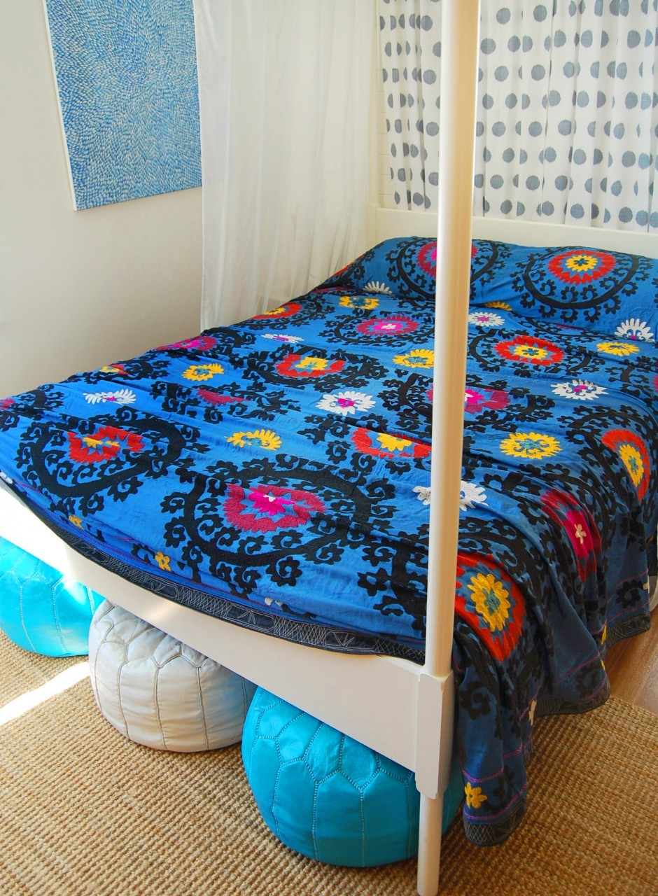 Ethnic Moroccan Bedspread Delivers More Alive And Cheerful Nuance : Pretty Blue Moroccan Bedspread Floral Motive Blue White Puff