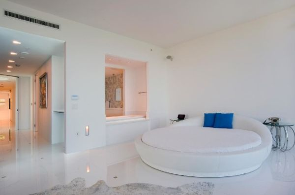 Astounding Round Beds For Amazing Bedroom Display: 27 Images: Pristine White Room Sports An Equally Classy Circle Bed